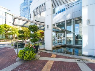 Photo 3: 1602 1201 MARINASIDE Crescent in Vancouver: Yaletown Condo for sale (Vancouver West)  : MLS®# R2163698