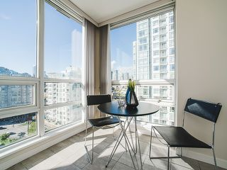 Photo 8: 1602 1201 MARINASIDE Crescent in Vancouver: Yaletown Condo for sale (Vancouver West)  : MLS®# R2163698
