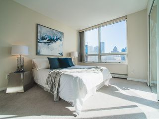 Photo 9: 1602 1201 MARINASIDE Crescent in Vancouver: Yaletown Condo for sale (Vancouver West)  : MLS®# R2163698