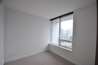 Photo 2: 1616 68 Smithe Street in Vancouver: Condo for sale : MLS®# R2132062