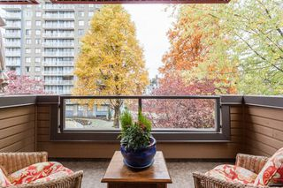 "Photo 13: 404 1435 NELSON Street in Vancouver: West End VW Condo for sale in ""Westport"" (Vancouver West)  : MLS®# R2221878"