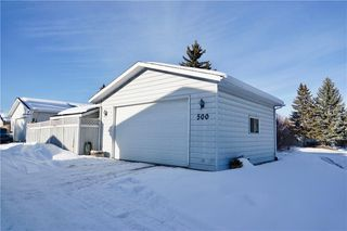 Photo 3: 500 QUEEN CHARLOTTE Road SE in Calgary: Queensland House for sale : MLS®# C4161962