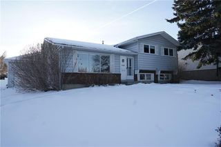 Photo 2: 500 QUEEN CHARLOTTE Road SE in Calgary: Queensland House for sale : MLS®# C4161962