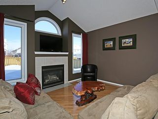 Photo 2: 100 PRESTWICK Avenue SE in Calgary: McKenzie Towne House for sale : MLS®# C4171620