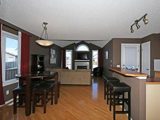Photo 5: 100 PRESTWICK Avenue SE in Calgary: McKenzie Towne House for sale : MLS®# C4171620