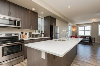 Photo 1: 27 2803 JAMES MOWATT Trail in Edmonton: Zone 55 Townhouse for sale : MLS®# E4146448
