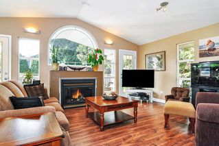 Photo 2: 19910 48TH Avenue in Langley: Langley City House for sale : MLS®# R2351473