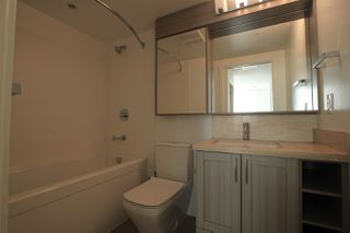 """Photo 10: 1902 5665 BOUNDARY Road in Vancouver: Collingwood VE Condo for sale in """"Wall Centre Central Park"""" (Vancouver East)  : MLS®# R2355553"""
