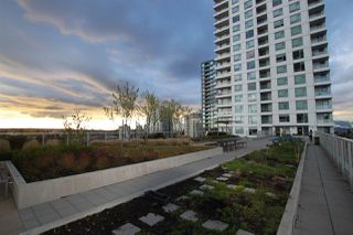 """Photo 12: 1902 5665 BOUNDARY Road in Vancouver: Collingwood VE Condo for sale in """"Wall Centre Central Park"""" (Vancouver East)  : MLS®# R2355553"""