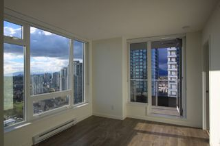 """Photo 2: 1902 5665 BOUNDARY Road in Vancouver: Collingwood VE Condo for sale in """"Wall Centre Central Park"""" (Vancouver East)  : MLS®# R2355553"""