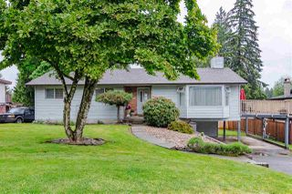 Photo 1: 19737 48A Avenue in Langley: Langley City House for sale : MLS®# R2369413