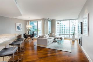 """Photo 2: 2201 1111 ALBERNI Street in Vancouver: West End VW Condo for sale in """"SHANGRI-LA RESIDENCES"""" (Vancouver West)  : MLS®# R2370104"""