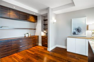 """Photo 12: 2201 1111 ALBERNI Street in Vancouver: West End VW Condo for sale in """"SHANGRI-LA RESIDENCES"""" (Vancouver West)  : MLS®# R2370104"""