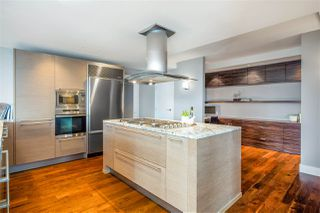 """Photo 11: 2201 1111 ALBERNI Street in Vancouver: West End VW Condo for sale in """"SHANGRI-LA RESIDENCES"""" (Vancouver West)  : MLS®# R2370104"""