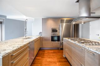 """Photo 10: 2201 1111 ALBERNI Street in Vancouver: West End VW Condo for sale in """"SHANGRI-LA RESIDENCES"""" (Vancouver West)  : MLS®# R2370104"""