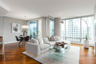 """Photo 3: 2201 1111 ALBERNI Street in Vancouver: West End VW Condo for sale in """"SHANGRI-LA RESIDENCES"""" (Vancouver West)  : MLS®# R2370104"""