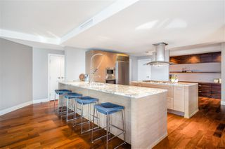 """Photo 9: 2201 1111 ALBERNI Street in Vancouver: West End VW Condo for sale in """"SHANGRI-LA RESIDENCES"""" (Vancouver West)  : MLS®# R2370104"""