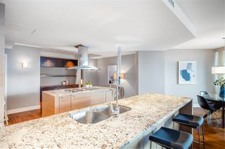 """Photo 7: 2201 1111 ALBERNI Street in Vancouver: West End VW Condo for sale in """"SHANGRI-LA RESIDENCES"""" (Vancouver West)  : MLS®# R2370104"""