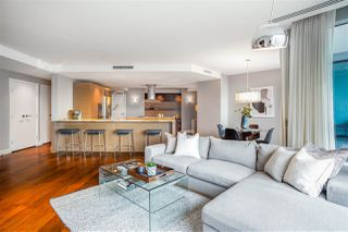 """Photo 4: 2201 1111 ALBERNI Street in Vancouver: West End VW Condo for sale in """"SHANGRI-LA RESIDENCES"""" (Vancouver West)  : MLS®# R2370104"""