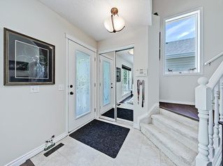 Photo 2: 22 Prestwick Grove SE in Calgary: McKenzie Towne Detached for sale : MLS®# C4245886