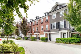 "Photo 2: 19 19572 FRASER Way in Pitt Meadows: South Meadows Townhouse for sale in ""COHO II"" : MLS®# R2472866"