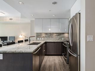 Photo 3: 1301 519 RIVERFRONT Avenue SE in Calgary: Downtown East Village Apartment for sale : MLS®# A1035711