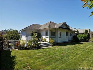 Photo 2: 845 Rogers Way in VICTORIA: SE High Quadra Single Family Detached for sale (Saanich East)  : MLS®# 709072