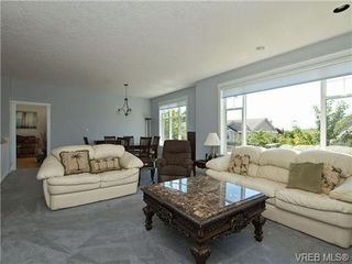 Photo 10: 845 Rogers Way in VICTORIA: SE High Quadra Single Family Detached for sale (Saanich East)  : MLS®# 709072