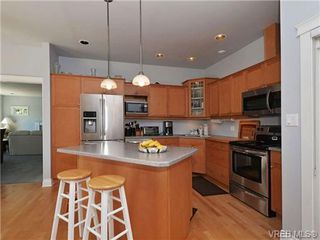 Photo 3: 845 Rogers Way in VICTORIA: SE High Quadra Single Family Detached for sale (Saanich East)  : MLS®# 709072