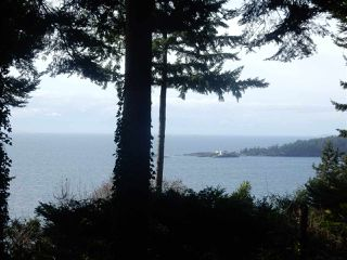 Photo 1: 8045 REDROOFFS Road in Halfmoon Bay: Halfmn Bay Secret Cv Redroofs House for sale (Sunshine Coast)  : MLS®# R2040225