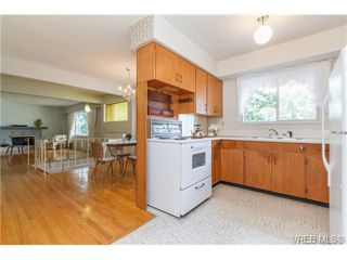 Photo 10: 964 Nicholson St in VICTORIA: SE Lake Hill Single Family Detached for sale (Saanich East)  : MLS®# 732243