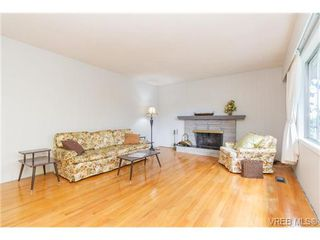 Photo 5: 964 Nicholson St in VICTORIA: SE Lake Hill Single Family Detached for sale (Saanich East)  : MLS®# 732243
