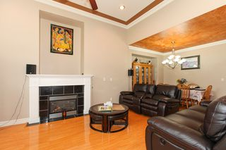 Photo 2: 27989 TRESTLE Avenue in Abbotsford: Aberdeen House for sale : MLS®# R2083139