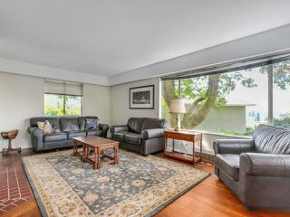 Photo 4: 3889 DALKEITH Drive in North Vancouver: Upper Lonsdale House for sale : MLS®# R2098321