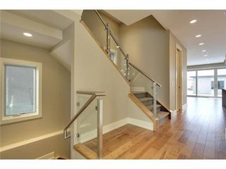Photo 9: 2116 2 Avenue NW in Calgary: 3 Storey for sale : MLS®# C3541376