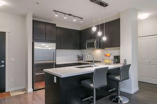 Photo 4: 307 717 Chesterfield Avenue in North Vancouver: Central Lonsdale Condo for sale : MLS®# R2138439