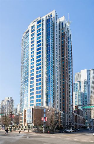 """Photo 7: 502 388 DRAKE Street in Vancouver: Yaletown Condo for sale in """"GOVERNORS TOWER"""" (Vancouver West)  : MLS®# R2231904"""