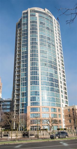 """Photo 8: 502 388 DRAKE Street in Vancouver: Yaletown Condo for sale in """"GOVERNORS TOWER"""" (Vancouver West)  : MLS®# R2231904"""