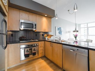 """Photo 8: 906 1050 SMITHE Street in Vancouver: West End VW Condo for sale in """"THE STERLING"""" (Vancouver West)  : MLS®# R2237107"""