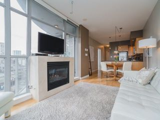 """Photo 3: 906 1050 SMITHE Street in Vancouver: West End VW Condo for sale in """"THE STERLING"""" (Vancouver West)  : MLS®# R2237107"""