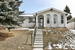 Photo 1: 1916 65 Street NE in Calgary: Pineridge House for sale : MLS®# C4177761