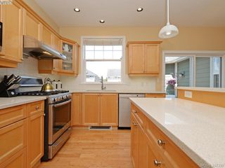 Photo 8: 1742 Mamich Circle in VICTORIA: SE Gordon Head Single Family Detached for sale (Saanich East)  : MLS®# 392330