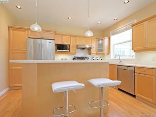 Photo 7: 1742 Mamich Circle in VICTORIA: SE Gordon Head Single Family Detached for sale (Saanich East)  : MLS®# 392330