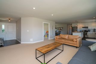Photo 3: 27975 QUINTON Avenue in Abbotsford: Aberdeen House for sale : MLS®# R2287669