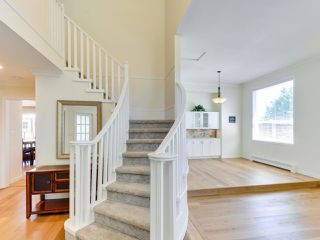 """Photo 3: 5812 185A Street in Surrey: Cloverdale BC House for sale in """"Cloverdale Hilltop"""" (Cloverdale)  : MLS®# R2335126"""