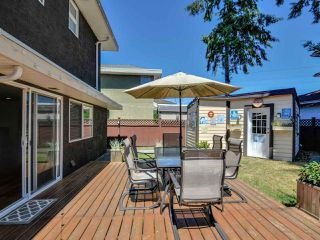 """Photo 19: 5812 185A Street in Surrey: Cloverdale BC House for sale in """"Cloverdale Hilltop"""" (Cloverdale)  : MLS®# R2335126"""