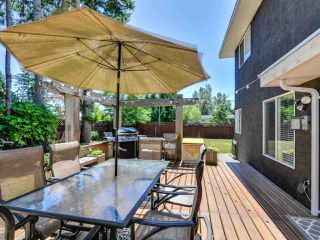 """Photo 18: 5812 185A Street in Surrey: Cloverdale BC House for sale in """"Cloverdale Hilltop"""" (Cloverdale)  : MLS®# R2335126"""