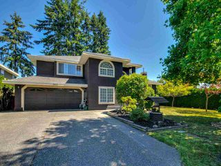 """Photo 2: 5812 185A Street in Surrey: Cloverdale BC House for sale in """"Cloverdale Hilltop"""" (Cloverdale)  : MLS®# R2335126"""