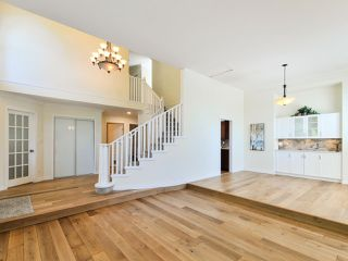 """Photo 4: 5812 185A Street in Surrey: Cloverdale BC House for sale in """"Cloverdale Hilltop"""" (Cloverdale)  : MLS®# R2335126"""