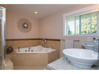 """Photo 12: 2114 INDIAN FORT Drive in Surrey: Crescent Bch Ocean Pk. House for sale in """"Ocean Park"""" (South Surrey White Rock)  : MLS®# R2346213"""